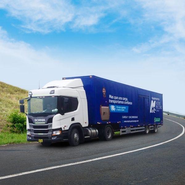 2 vehiculos de transporte de carga de machupicchu cargo